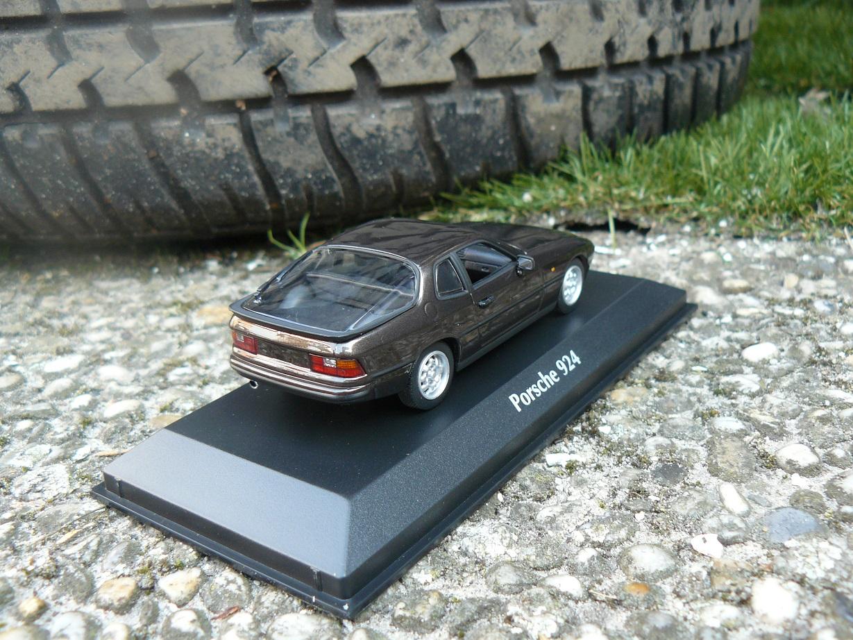 Porsche 924 Maxichamps